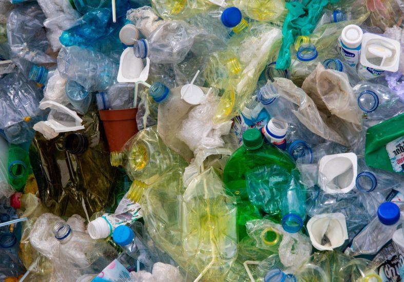 Plast overalt